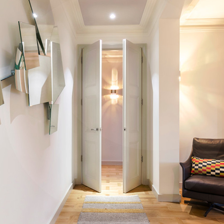Living area lobby 现代客厅設計點子、靈感 & 圖片 根據 Studio 29 Architects ltd 現代風 實木 Multicolored