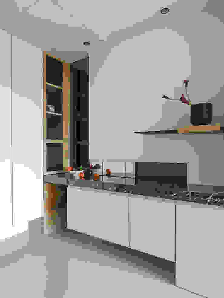 賀澤室內設計 HOZO_interior_design 現代風玄關、走廊與階梯 根據 賀澤室內設計 HOZO_interior_design 現代風