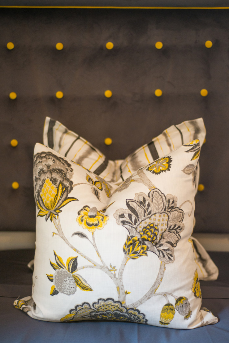 Cushion & headboard details, bedroom. Classic style bedroom by Carne Interiors Classic