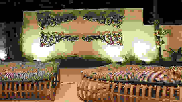 Modern style gardens by Luiz Coelho Arquitetura Modern Iron/Steel