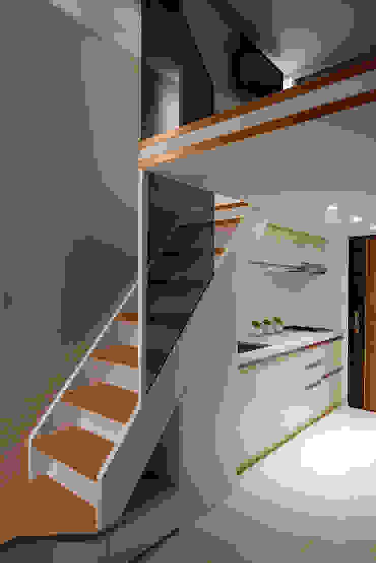 農安街樓中樓 現代廚房設計點子、靈感&圖片 根據 星葉室內裝修有限公司 現代風