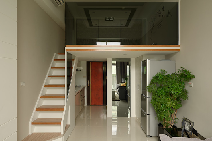 農安街樓中樓 現代風玄關、走廊與階梯 根據 星葉室內裝修有限公司 現代風