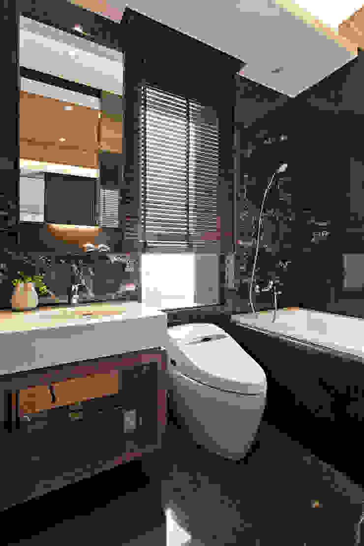 上河園 現代浴室設計點子、靈感&圖片 根據 大觀室內設計工程有限公司 現代風