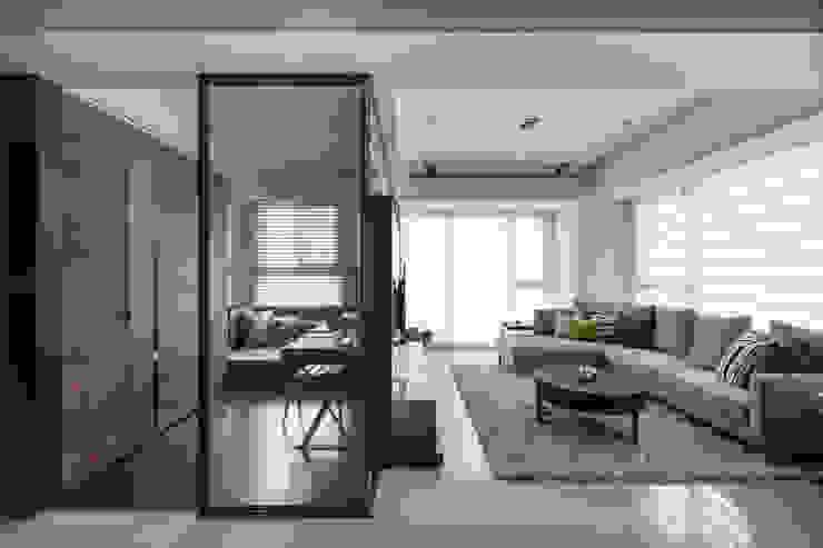 台北洪宅 现代客厅設計點子、靈感 & 圖片 根據 大觀室內設計工程有限公司 現代風