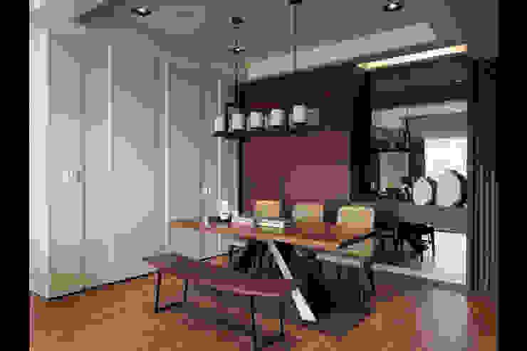Salle à manger classique par 星葉室內裝修有限公司 Classique