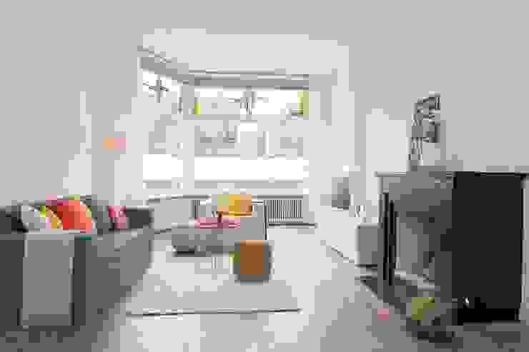 Woonkamer Eclectische woonkamers van casa&co. Eclectisch Massief hout Bont