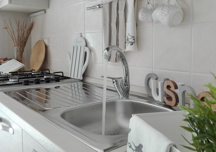 Kitchen by Sonia Santirocco architetto e home stager, Modern