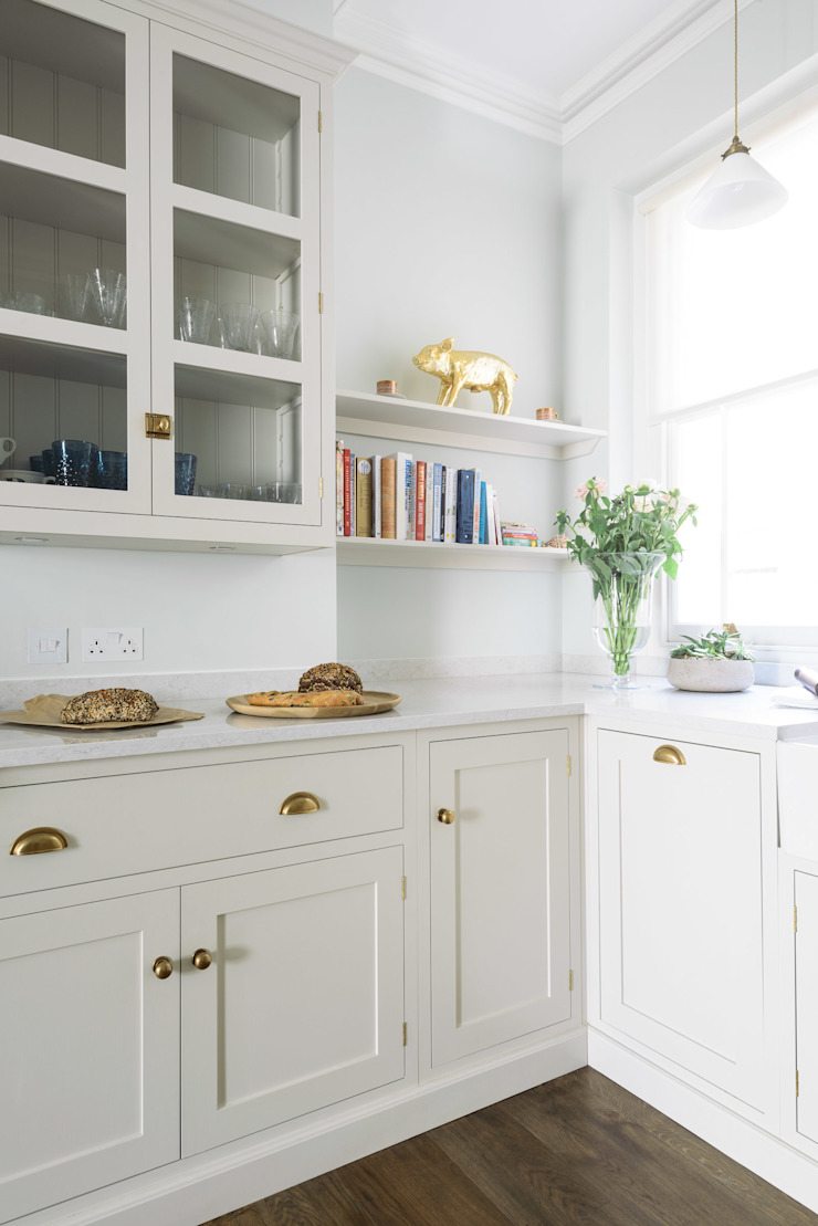 The SW1 Kitchen by deVOL deVOL Kitchens Dapur Klasik Kayu Beige