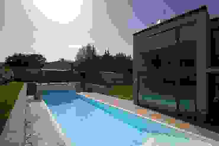 Villa unifamiliare con piscina a Foligno (PG) Case moderne di Fabricamus - Architettura e Ingegneria Moderno