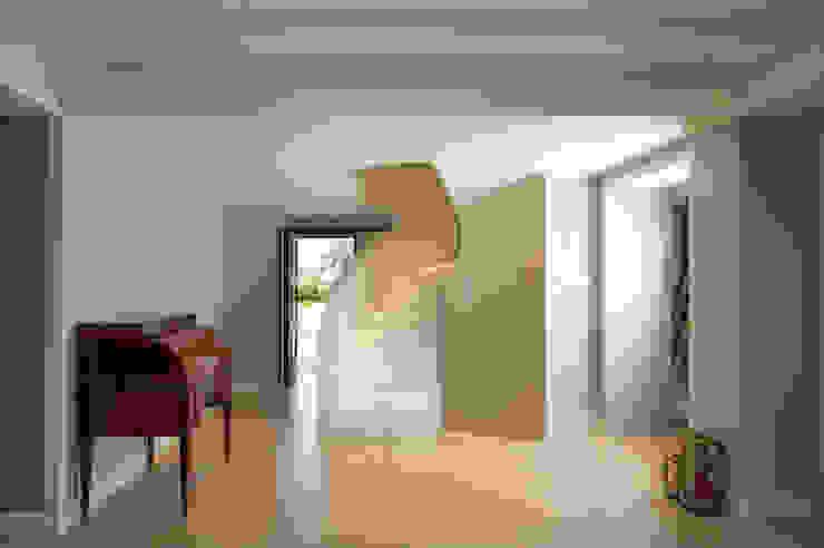Interior design di villa privata a Montefalco (PG) Ingresso, Corridoio & Scale in stile classico di Fabricamus - Architettura e Ingegneria Classico