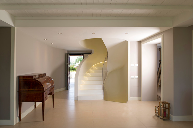 Fabricamus - Architettura e Ingegneria Classic style corridor, hallway and stairs