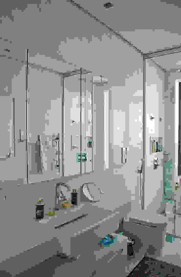 Maracaibo Modern Bathroom by ARQdonini Arquitetos Associados Modern
