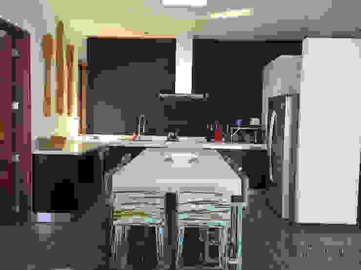 Kitchen by Mobiliarios y Proyectos Tresmo Ltda
