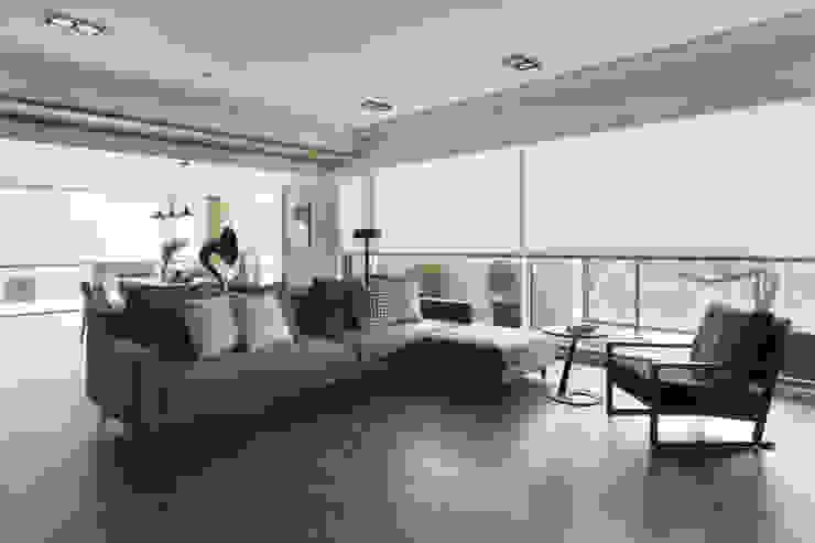Soggiorno eclettico di 賀澤室內設計 HOZO_interior_design Eclettico