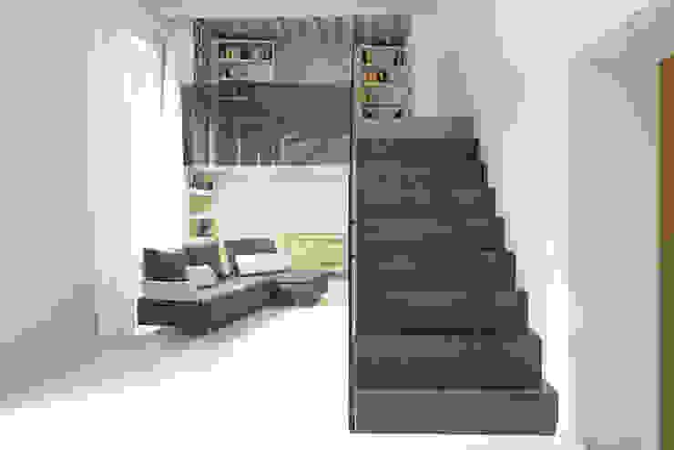 scala Ingresso, Corridoio & Scale in stile minimalista di Luca Doveri Architetto - Studio di Architettura Minimalista
