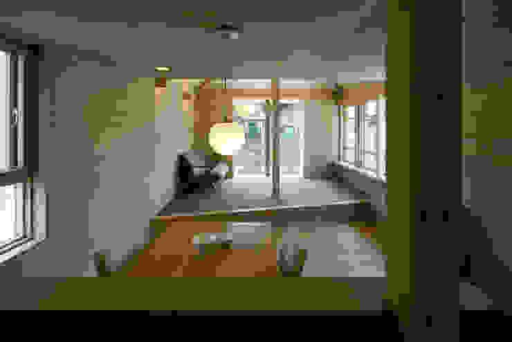 川越の住居/House in Kawagoe オリジナルデザインの リビング の 平山教博空間設計事務所 オリジナル