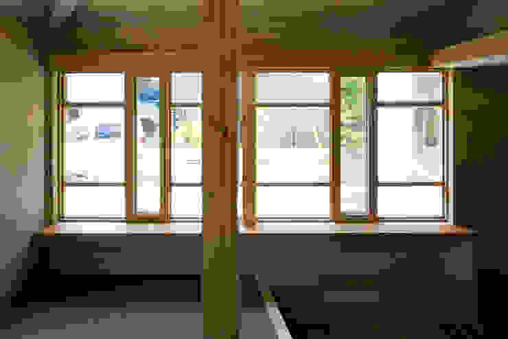 Cửa sổ & cửa ra vào phong cách chiết trung bởi 平山教博空間設計事務所 Chiết trung