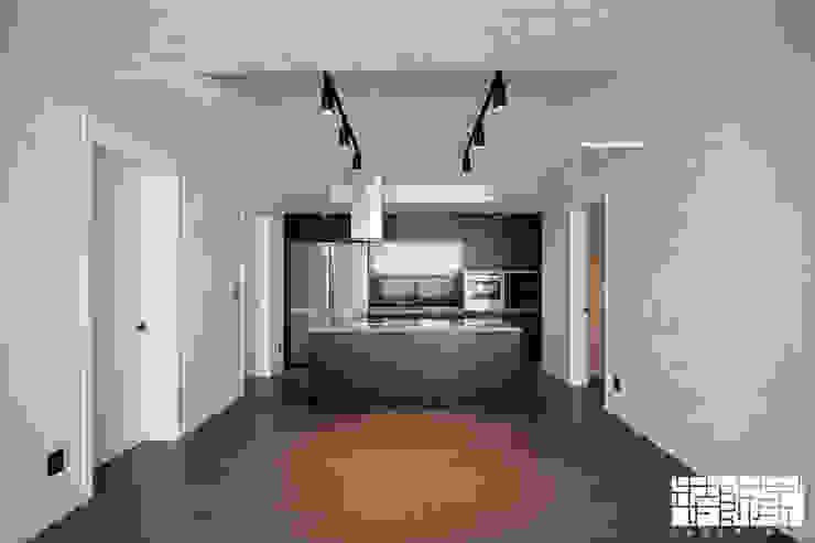 Salas de jantar modernas por ㈜장식가 Moderno