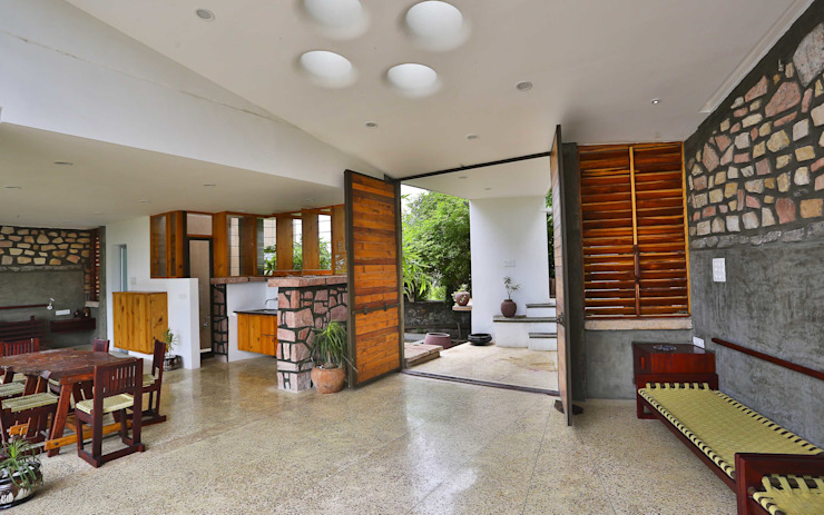 Villa Aaranyak Modern living room by prarthit shah architects Modern