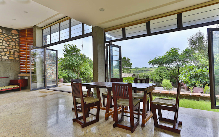 Villa Aaranyak Modern dining room by prarthit shah architects Modern