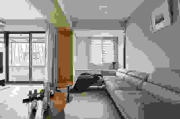 Modern Living Room by 共禾築研設計有限公司 Modern