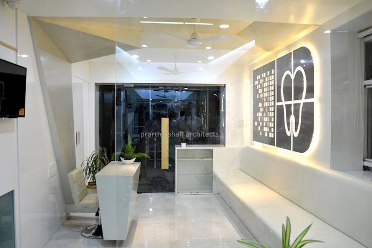 Dental Clinic Reception Design Modern study/office by prarthit shah architects Modern