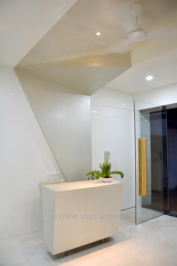 Dental Office Reception Design Modern study/office by prarthit shah architects Modern