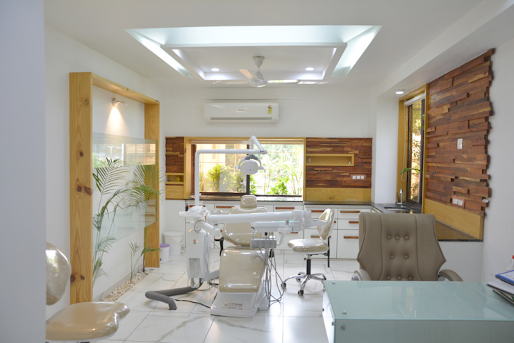 natural plants in dental clinic @ prarthna hospital prarthit shah architects Office spaces & stores