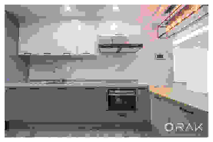 월곡동 두산위브 아파트 / 33평형 아파트 인테리어 모던스타일 주방 by 오락디자인 모던