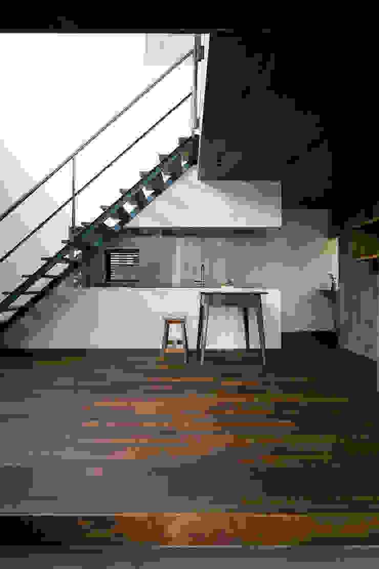 İskandinav Yemek Odası group-scoop architectural design studio İskandinav Masif Ahşap Rengarenk