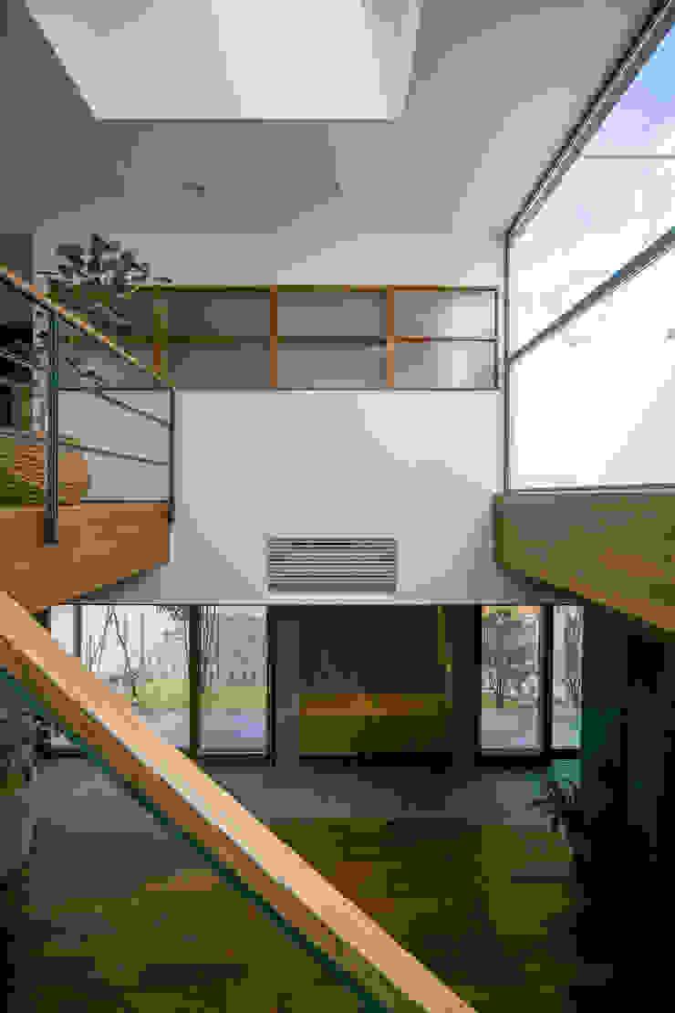 Scandinavian style corridor, hallway& stairs by group-scoop architectural design studio Scandinavian Solid Wood Multicolored
