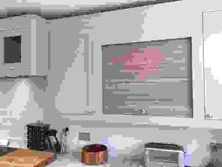 Tambour Greengage Interiors Cucina in stile classico Legno Grigio