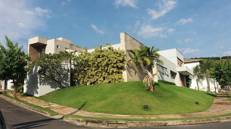 Rumah Modern Oleh Monica Guerra Arquitetura e Interiores Modern