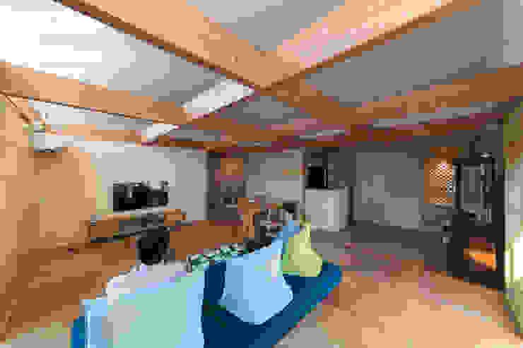 インデコード design office Modern Living Room Wood Beige
