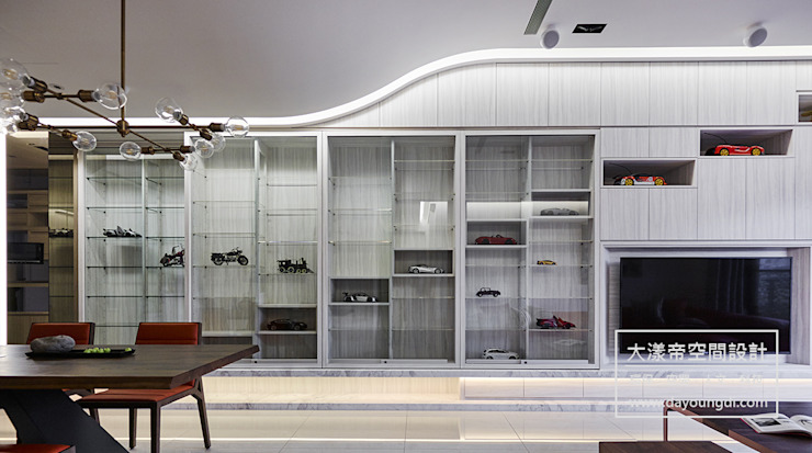 流光流影.北投藏寶 现代客厅設計點子、靈感 & 圖片 根據 DYD INTERIOR大漾帝國際室內裝修有限公司 現代風