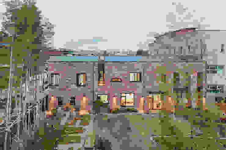 Häuser von (주)건축사사무소 모도건축,