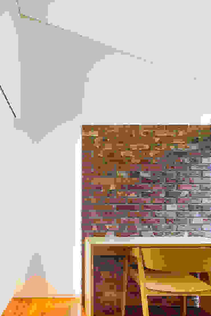 2층 기도실 모던스타일 서재 / 사무실 by (주)건축사사무소 모도건축 모던 벽돌