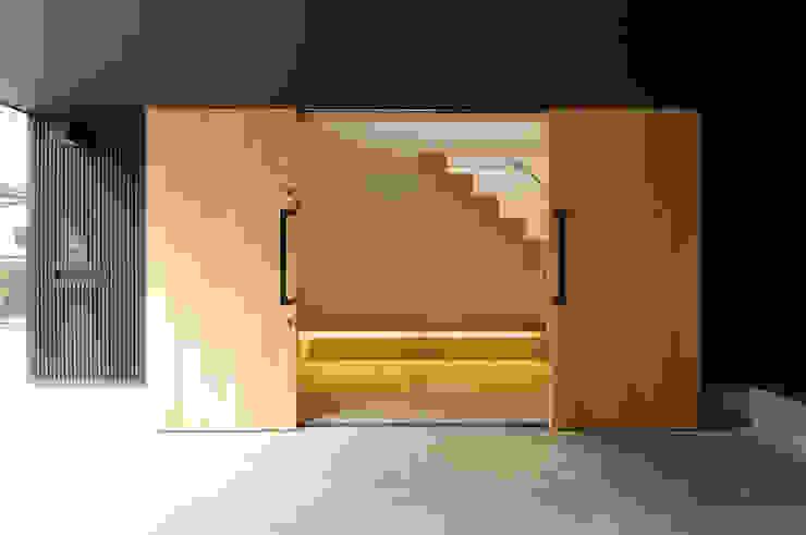 現代風玄關、走廊與階梯 根據 藤井伸介建築設計室 現代風