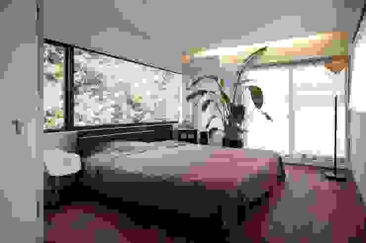 Dormitorios modernos de 藤井伸介建築設計室 Moderno
