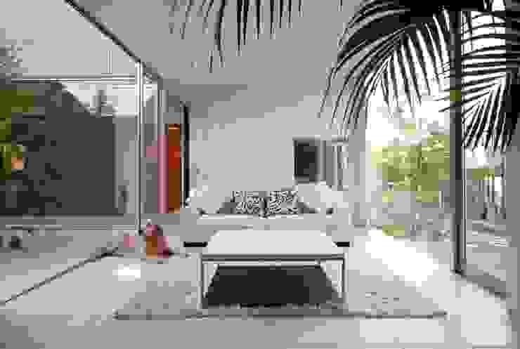 Moderne woonkamers van 藤井伸介建築設計室 Modern