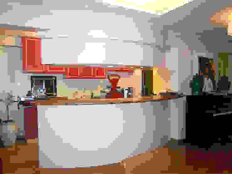 Cucina a vista Cucina eclettica di Studio di Architettura Parodo Eclettico