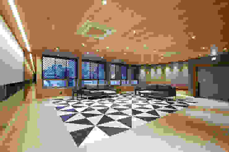 바나나피쉬 Modern living room
