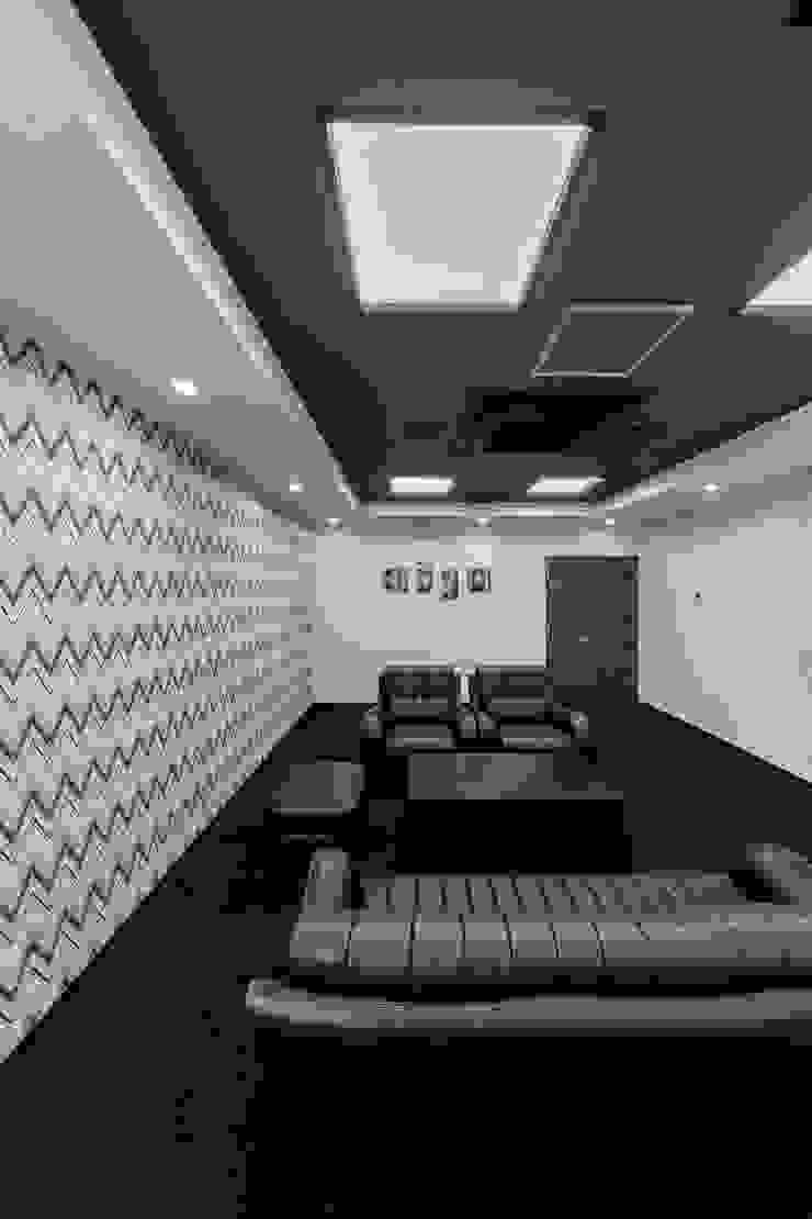 株式会社Juju INTERIOR DESIGNS Edificios de oficinas Compuestos de madera y plástico Azul