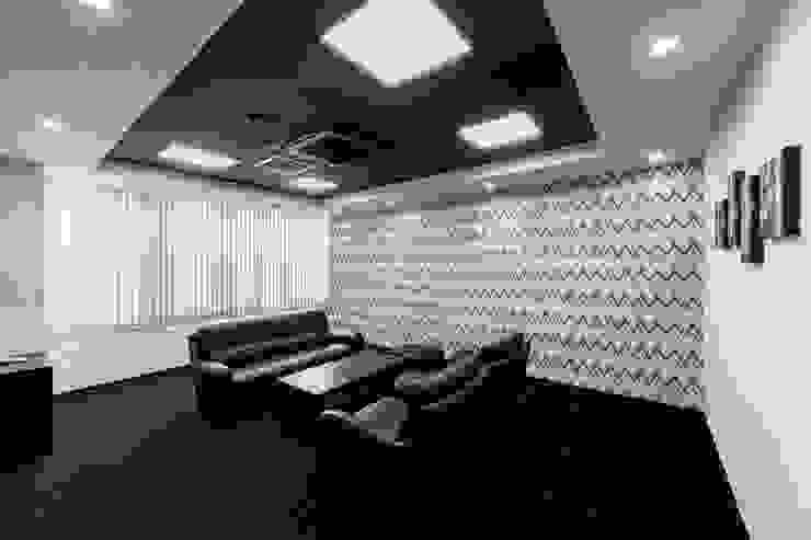 株式会社Juju INTERIOR DESIGNS Edificios de oficinas Compuestos de madera y plástico Negro