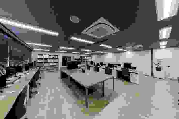 株式会社Juju INTERIOR DESIGNS Edificios de oficinas Madera Acabado en madera