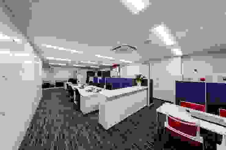 株式会社Juju INTERIOR DESIGNS Edificios de oficinas Compuestos de madera y plástico Gris