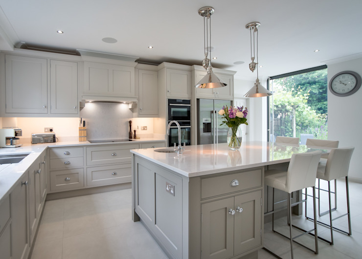 Beautiful bespoke kitchen in Hertfordshire by John Ladbury Dapur Modern Oleh John Ladbury and Company Modern
