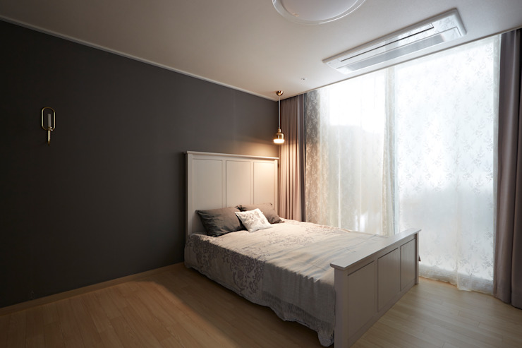 Modern style bedroom by CASA GREIGE(까사그레이지) Modern