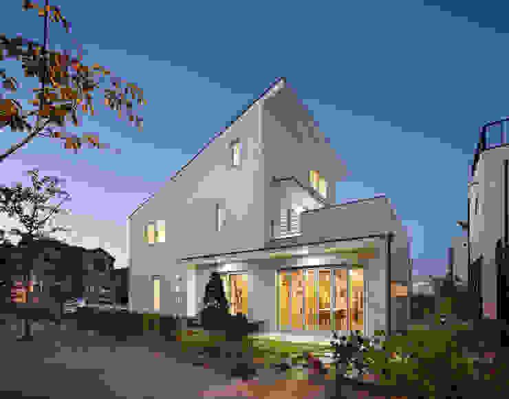 Modern Houses by 남기봉건축사사무소 Modern