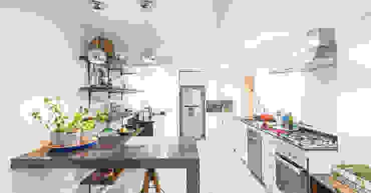Remodelación Departamento Las Condes Cocinas de estilo moderno de Grupo E Arquitectura y construcción Moderno